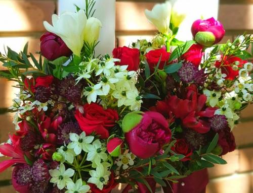 Bucura-te de armonia florilor din aranjamentele noastre